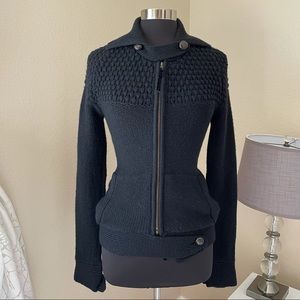 Nicholas K Knit Sweater 100% Merino Wool Wooden buttons Black Size M